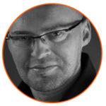 Jacek Młynarski prowadzi szkolenie/kurs strategia komunikacji marki