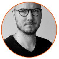 Michał Sęk prowadzi szkolenie copywriting